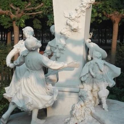 Monument Charles Perrault_Jardin des tuileries