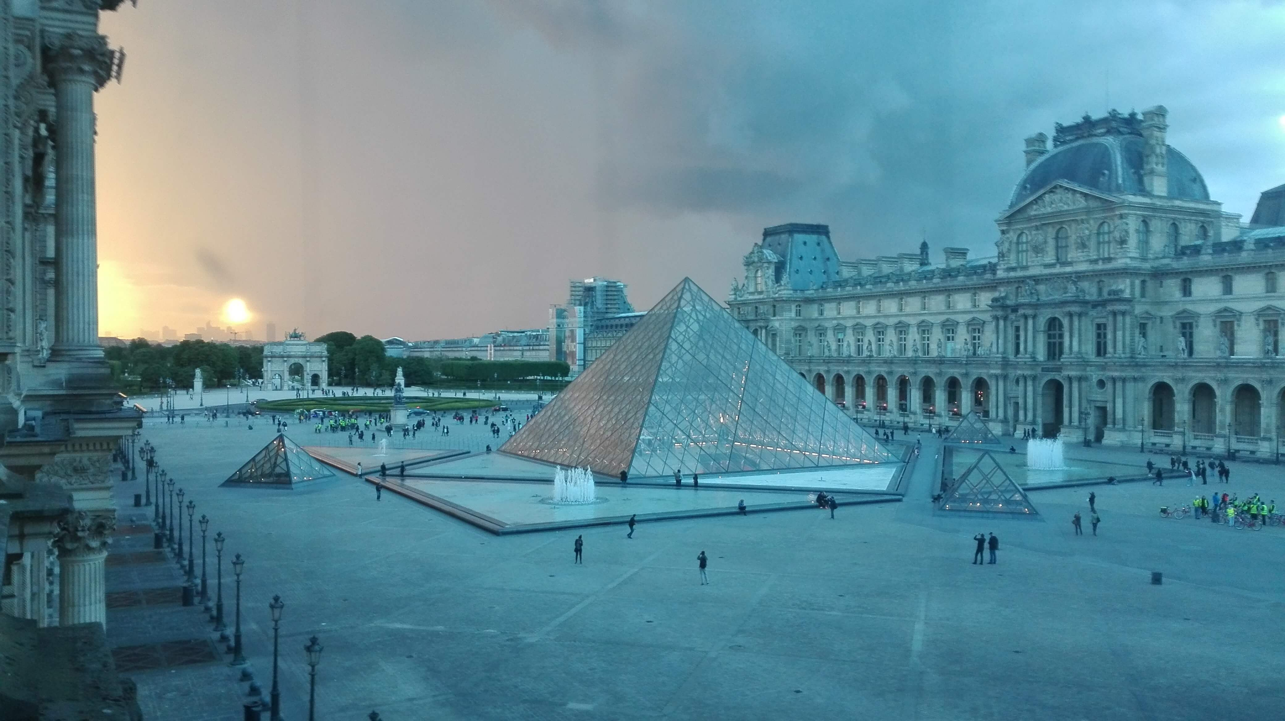 Louvre au crepuscule