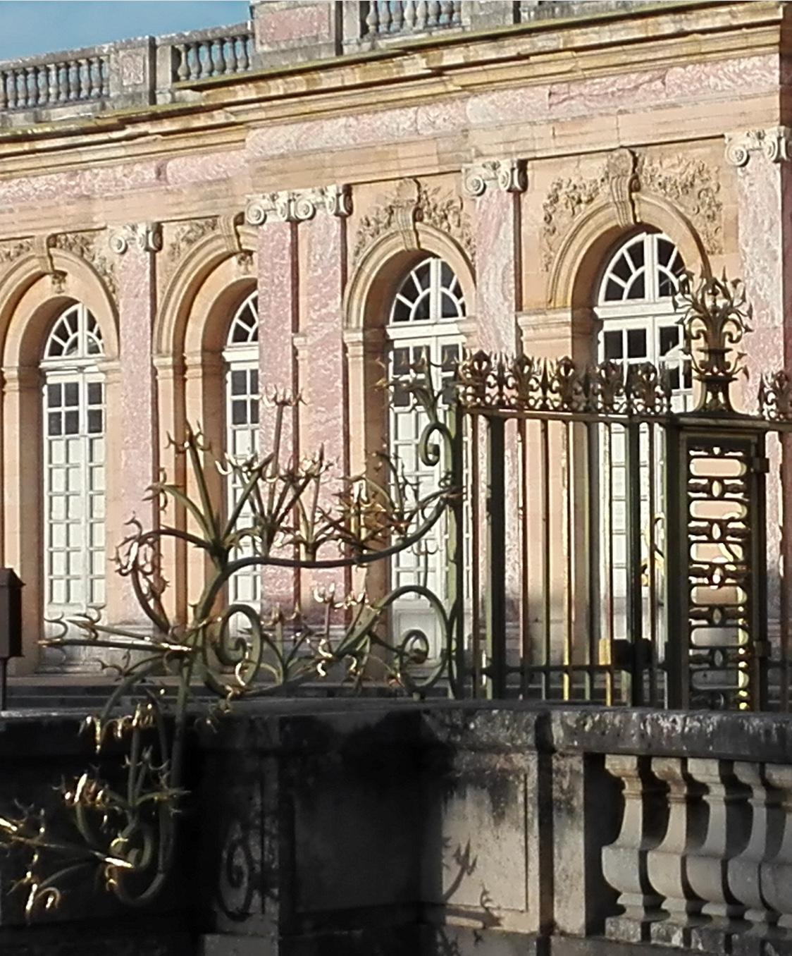 Façade et grille d'entrée du Grand Trianon
