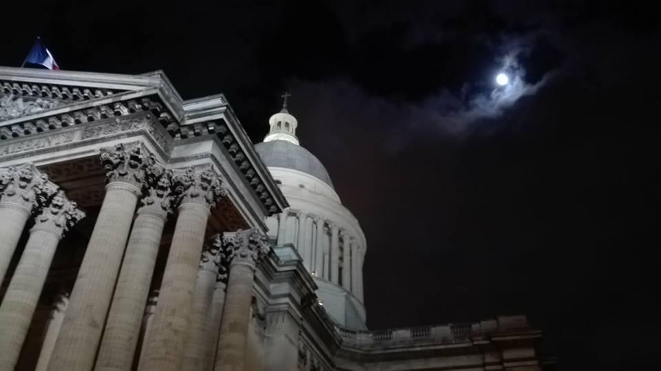 La pleine lune sur le Panthéon