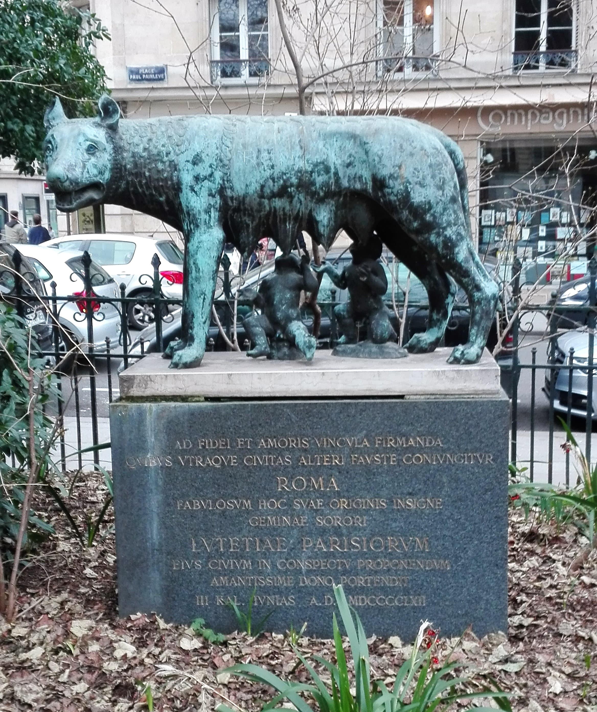 Sculpture la Louve Romaine_Square Paul Painlevé
