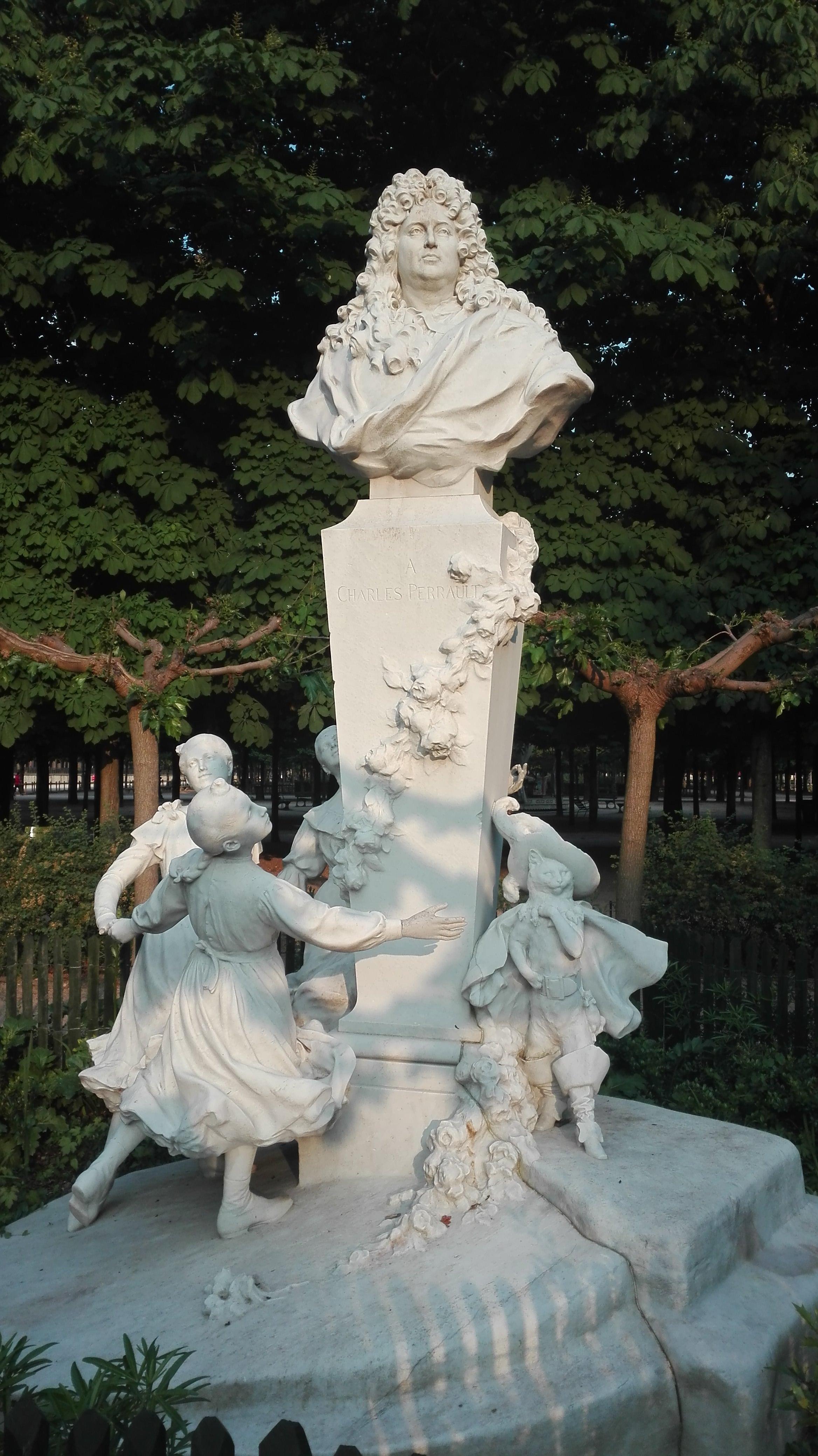Sculpture Charles Perrault_Jardin des Tuileries
