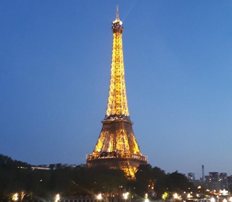 La tour eiffel illuminée